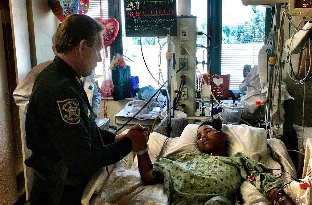 Sale del hospital joven venezolano herido en Parkland