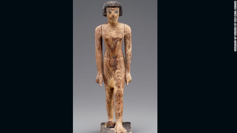 En la tumba se encontraron siluetas de madera. Esta figura de madera de un hombre se cree que representa al gobernador Djehutynakht
