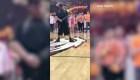 Video viral de joven con autismo que toca el himno de EE.UU.