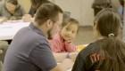 Un grupo de alumnos ayudan como traductores voluntarios