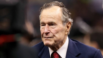 Expresidente George H.W. Bush fue hospitalizado