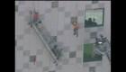 Estos trabajadores quedaron colgando en un edificio