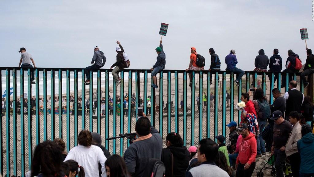 La caravana de migrantes llega a la frontera con EE.UU.