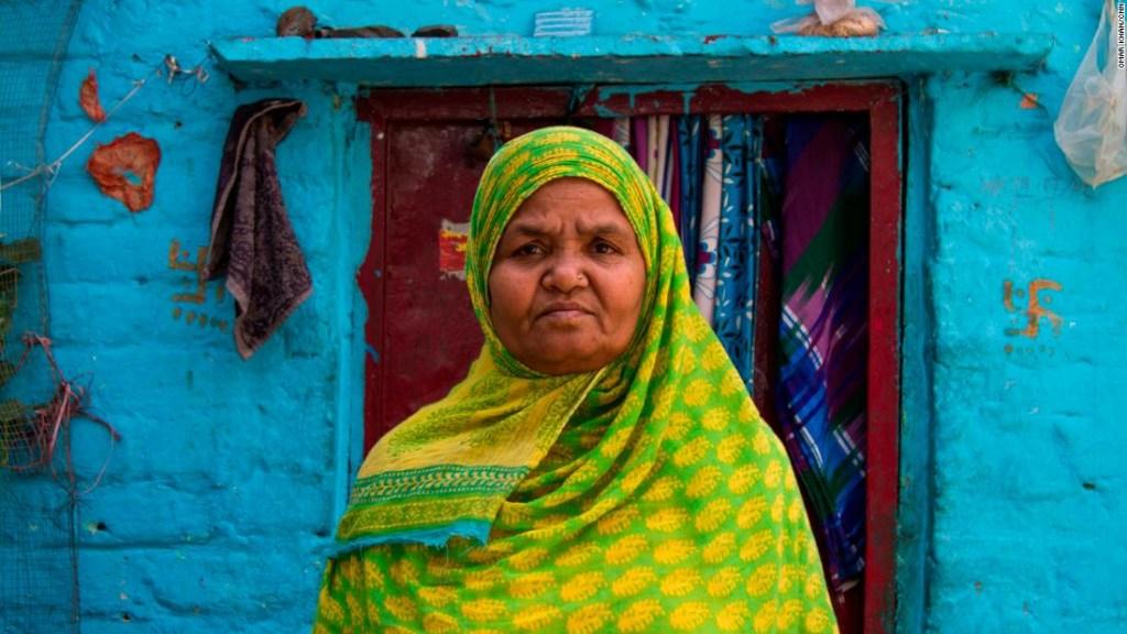 Kishwar Jahan, 60, trabajadora social en una escuela en el suburbio de Laxmi Nagar.