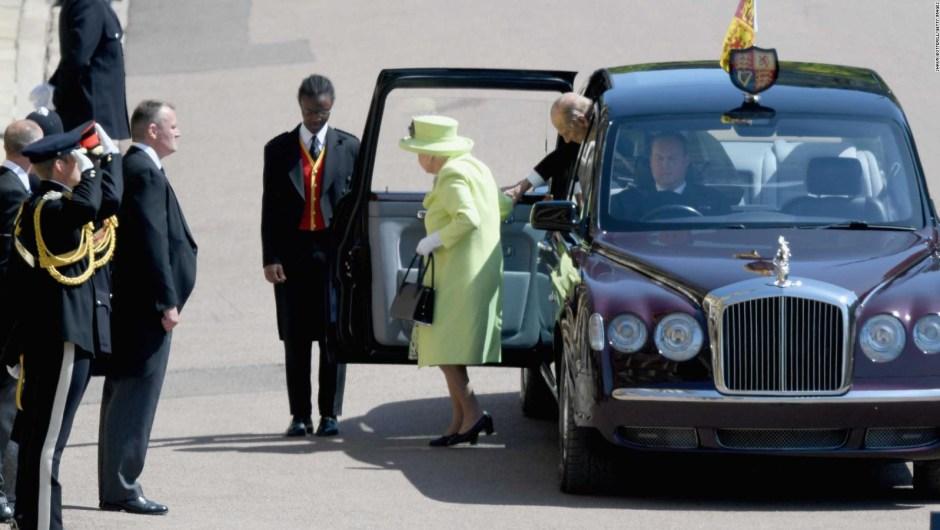 Así llega la reina Isabel II a la capilla de San Jorge