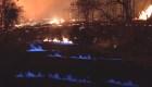 Observa las llamas azules del Kilauea