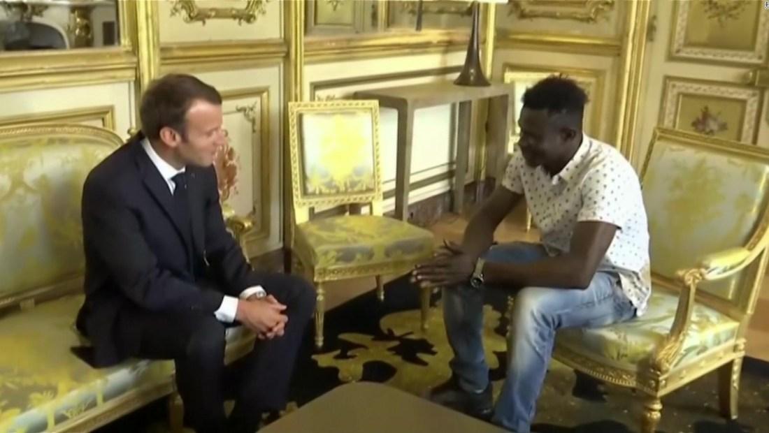 Recibe la ciudadanía francesa por rescatar a un niño de un balcón