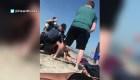 Video muestra el violento arresto de una mujer en la playa