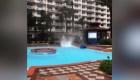 Mira el minitorbellino que se formó en esta piscina en Florida