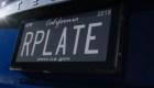 Estrenan placas digitales de autos