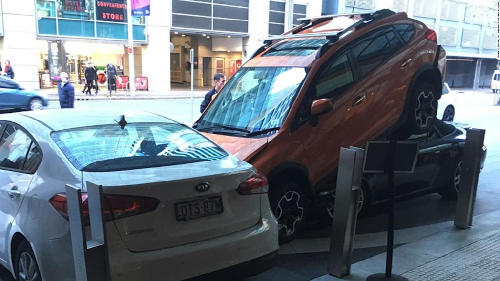 No, así no se debe estacionar un Porsche