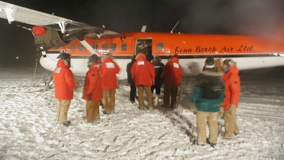 El aeropuerto más austral del mundo: Jack F. Paulus Skiway es utilizada por el avión de carga C-130 de la Fuerza Aérea de los EE. UU. Para reabastecer la estación Amundsen-Scott South Pole (en la foto), que se encuentra justo al lado del Polo Sur.