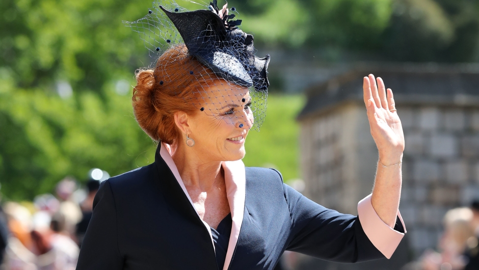 Sarah, duquesa de York a su llegada a la boda real. (Crédito: GARETH FULLER/AFP/Getty Images)