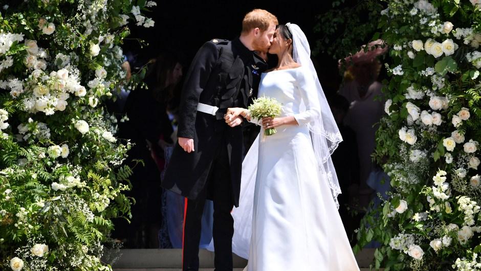 El esperado beso entre los duques de Sussex (Crédito: Ben STANSALL - WPA Pool/Getty Images)