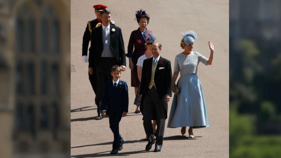 James, Vizconde Severn, Príncipe Eduardo, Conde de Wessex, Lady Louise Windsor y Sophie, Condesa de Wessex y (posterior) Timothy Laurence y la Princesa Anne, la Princesa Real asisten a la boda. (Crédito: Shaun Botterill/Getty Images)