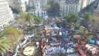 Llegó la Marcha Federal a la Plaza de Mayo en Buenos Aires