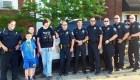 La sorpresa de un grupo de policías y bomberos para un adolescente autista