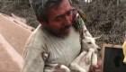 Hombre rescata a su perro del volcán de Fuego