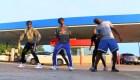 Video viral: jóvenes bailando en una estación de servicio