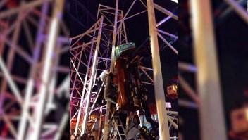Dos pasajeros caen tras descarrilamiento de montaña rusa
