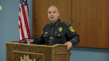 Arrestan a policía en Texas por presunto abuso sexual de niña de 4 años