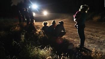 Niños centroamericanos piden ver a sus padres