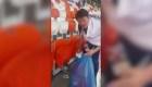 Aficionados limpian el estadio en Rusia tras partido