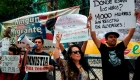 """Protestan ante embajada de EE.UU. contra """"tolerancia cero"""" a inmigrantes"""