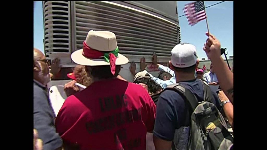 """""""¡Liberen a los niños!"""": protestas en Texas contra la detención de inmigrantes"""
