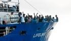 Buque con 233 inmigrantes atraca en Malta