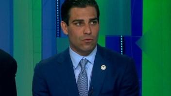 Alcalde de Miami se queja porque los oficiales electos federales no pueden entrar a centros de detención