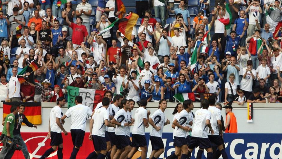 En Alemania en 2006, Italia se llevó su cuarto Mundial de Fútbol. Se lo disputó en una final contra Francia. (Crédito: PATRICK HERTZOG/AFP/Getty Images)