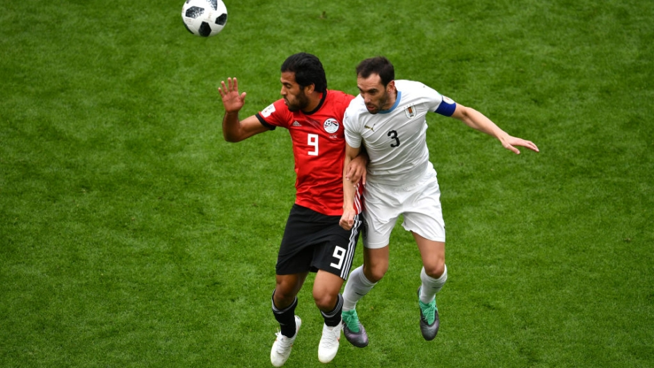 YEKATERINBURG, RUSSIA - JUNE 15: Diego Godin of Uruguay battles for possession with Marwan Mohsen of Egypt during the 2018 FIFA World Cup Russia group A match between Egypt and Uruguay at Ekaterinburg Arena on June 15, 2018 in Yekaterinburg, Russia. (Photo by Dan Mullan/Getty Images)