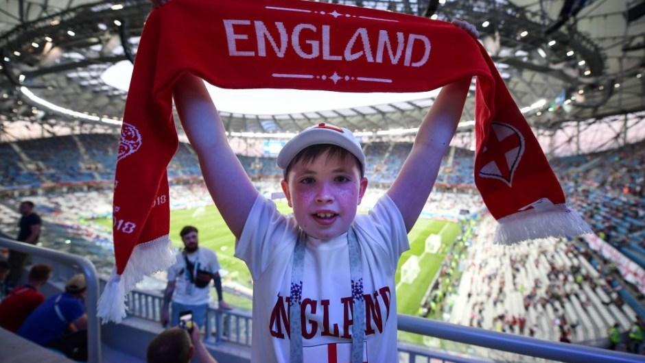Fanático de Inglaterra apoya a su equipo en los minutos previos al encuentro contra Túnez. Rusia 2018