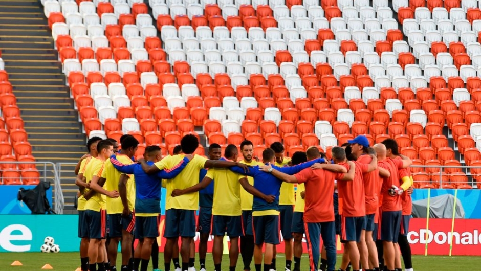 Colombia's palyers gather during the warm-up before the Russia 2018 World Cup Group H football match between Colombia and Japan at the Mordovia Arena in Saransk on June 19, 2018. (Photo by JUAN BARRETO / AFP) / RESTRICTED TO EDITORIAL USE - NO MOBILE PUSH ALERTS/DOWNLOADS (Photo credit should read JUAN BARRETO/AFP/Getty Images)
