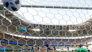 TOPSHOT - Japan's midfielder Shinji Kagawa (C) scores a penalty during the Russia 2018 World Cup Group H football match between Colombia and Japan at the Mordovia Arena in Saransk on June 19, 2018. (Photo by Jack GUEZ / AFP) / RESTRICTED TO EDITORIAL USE - NO MOBILE PUSH ALERTS/DOWNLOADS (Photo credit should read JACK GUEZ/AFP/Getty Images)