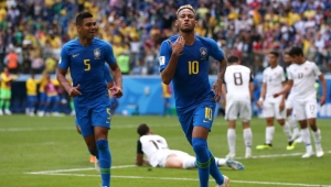 SAINT PETERSBURG, RUSSIA - JUNE 22: Neymar Jr of Brazil celebrates after scoring his team's second goal during the 2018 FIFA World Cup Russia group E match between Brazil and Costa Rica at Saint Petersburg Stadium on June 22, 2018 in Saint Petersburg, Russia. (Photo by Francois Nel/Getty Images)