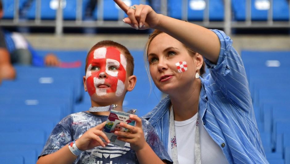Un joven fanático de Croacia en el partido contra Islandia. (Crédito: JOE KLAMAR/AFP/Getty Images)