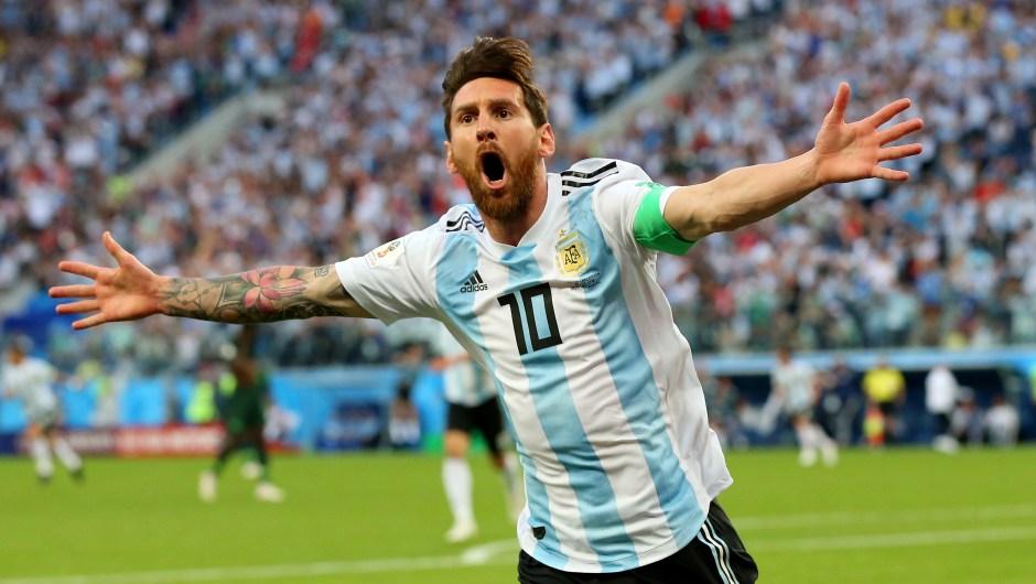Messi celebra su primer gol con Argentina en el importante partido contra Nigeria. (Crédito: Alex Livesey/Getty Images)