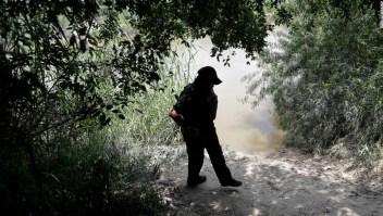 Agente en la frontera de Estados Unidos con México.
