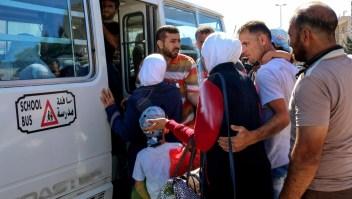 Sirios huyen a Jordania e Israel ante avanzada militar del gobierno
