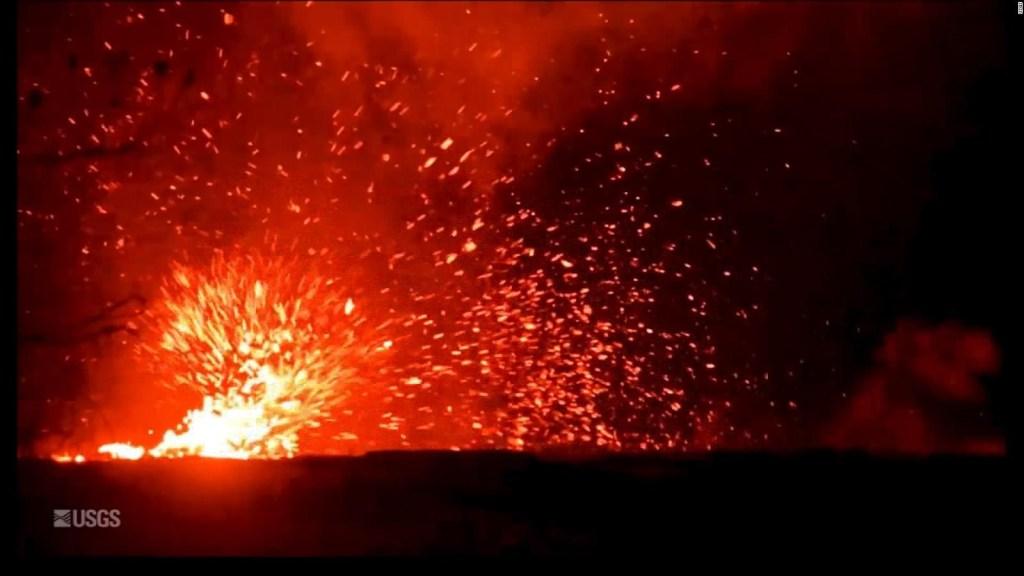 El volcán Kilauea expulsa un torbellino de lava