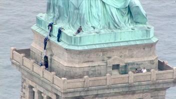 ¿Trepó la Estatua de la Libertad en protesta para eliminar ICE?