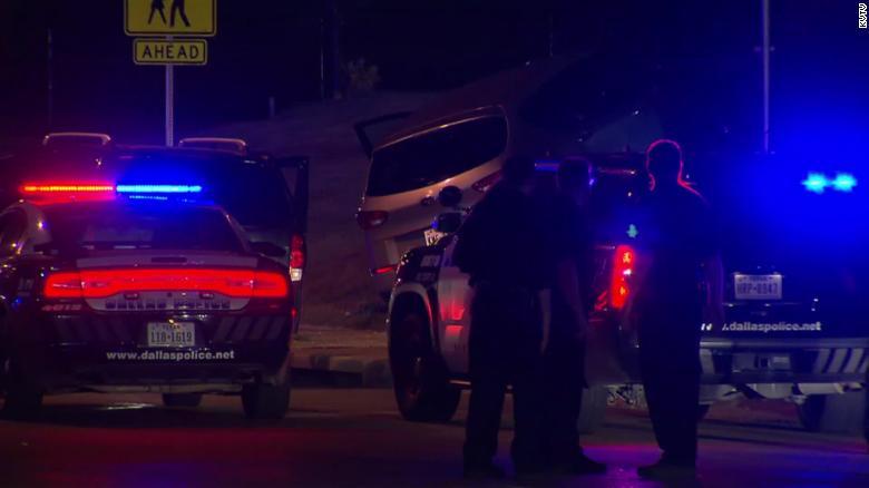 El sospechoso fue llevado al hospital y está bajo custodia policial.