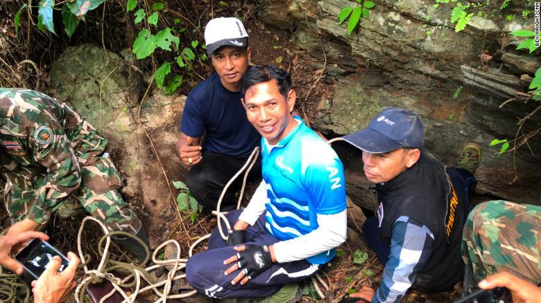 Los rescatistas esperan encontrar una ruta alternativa hacia los sistemas de cuevas, que están muy inundadas y son difíciles de navegar.