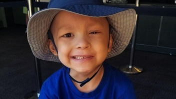 Niño de cinco años escribe su obituario antes de morir por un raro cáncer pediátrico.