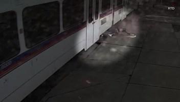 Video muestra cómo un hombre es arrastrado por un tren