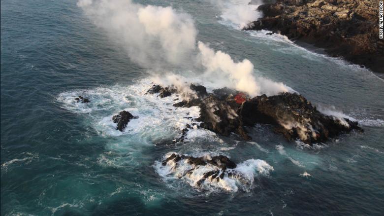 La isla está en la parte más al norte de la entrada del océano.