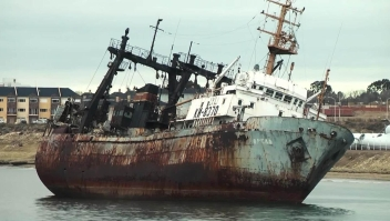 Quieren desaparecer este cementerio de barcos en Argentina