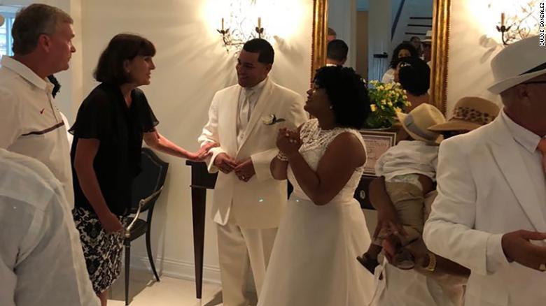 González y su marido junto a Cynthia Littlepage Baber-Strunk.